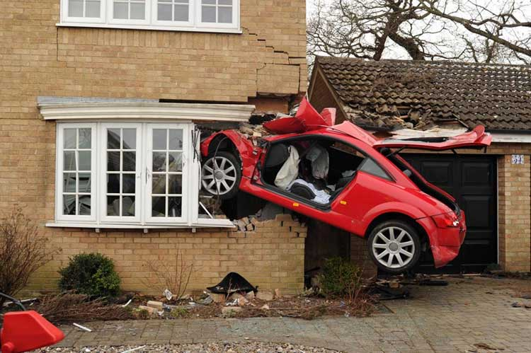 Totally Bizarre Vehicular Crashes Wow Amazing