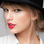 Taylor Swift Helps Out Superfan with Student Loans